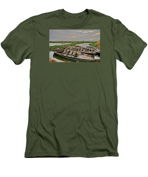 Rest Of Boat Men's T-Shirt (Athletic Fit)
