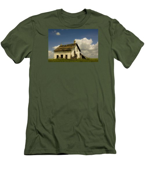 Riel Rebellion Period Farm House Men's T-Shirt (Athletic Fit)