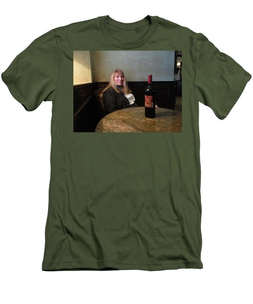 Robin At The Cafe Men's T-Shirt (Athletic Fit)