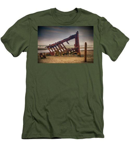 Rusty Shipwreck Men's T-Shirt (Athletic Fit)
