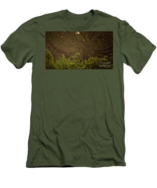 Sri Lankan Leopard  Men's T-Shirt (Athletic Fit)