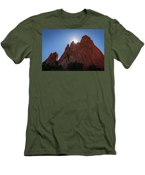 Standstone Sunburst - Garden Of The Gods Colorado Men's T-Shirt (Athletic Fit)
