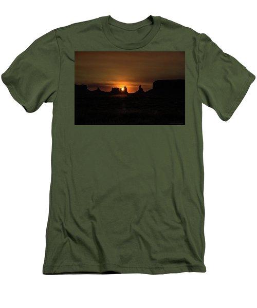 Sunrise Monument Valley Men's T-Shirt (Athletic Fit)