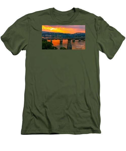 Men's T-Shirt (Slim Fit) featuring the photograph Sunset In Chattanooga by Geraldine DeBoer