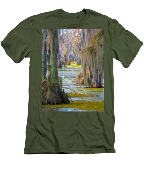 Swamp Curtains In February Men's T-Shirt (Athletic Fit)