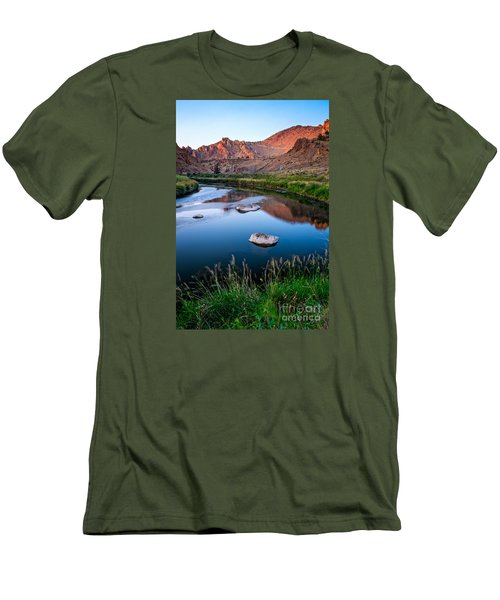 The Crooked River Runs Through Smith Rock State Park  Men's T-Shirt (Athletic Fit)