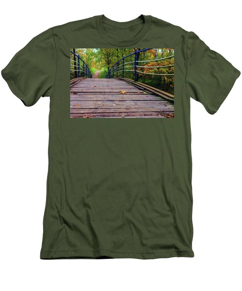 the old bridge over the river invites for a leisurely stroll in the autumn Park Men's T-Shirt (Athletic Fit)