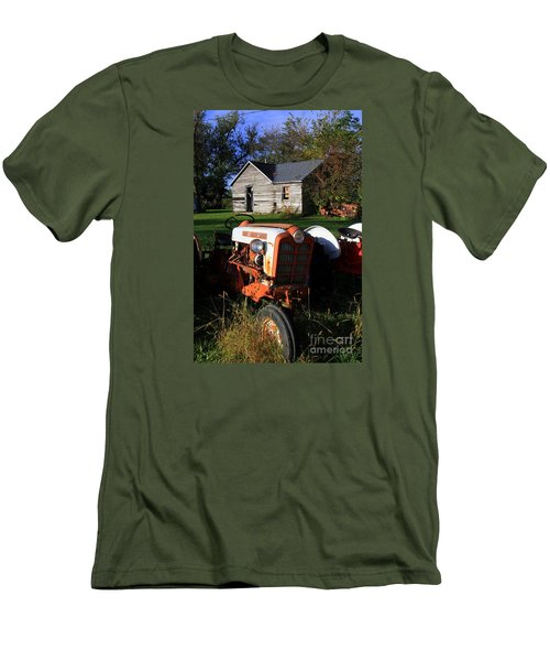 Tractor And Shed Men's T-Shirt (Athletic Fit)