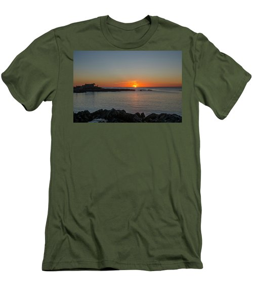 Walkers Point Kennebunkport Maine Men's T-Shirt (Athletic Fit)