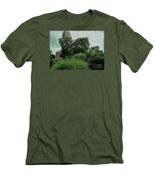 Warwick Castle Bathed In Green Light Men's T-Shirt (Athletic Fit)