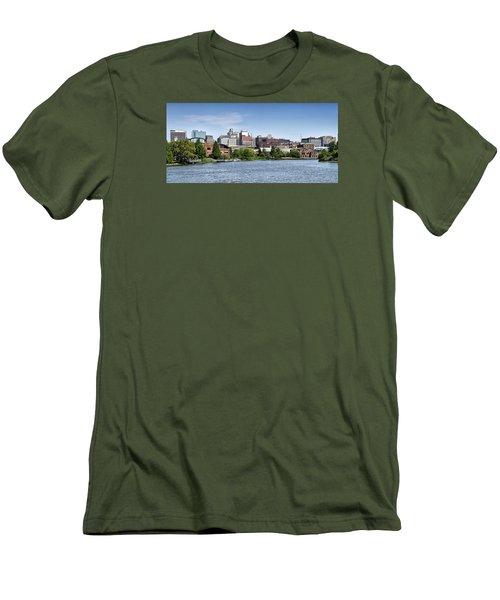Wilmington Delaware Skyline Men's T-Shirt (Athletic Fit)