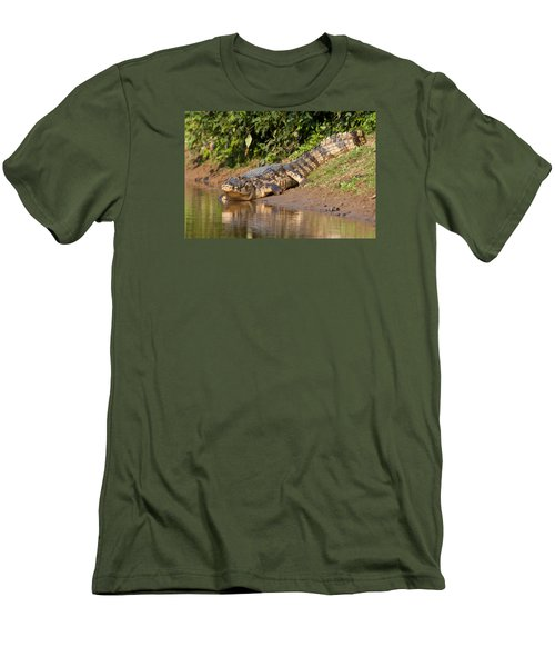 Alligator Crawling Into Yakuma River Men's T-Shirt (Athletic Fit)