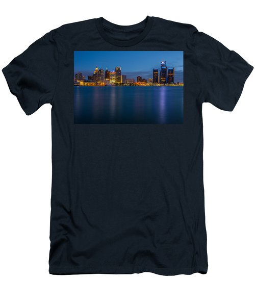 Detroit Skyline Men's T-Shirt (Athletic Fit)