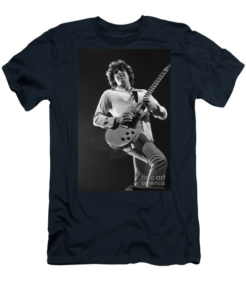 Stone Temple Pilots - Dean Deleo Men's T-Shirt (Slim Fit) by Concert Photos