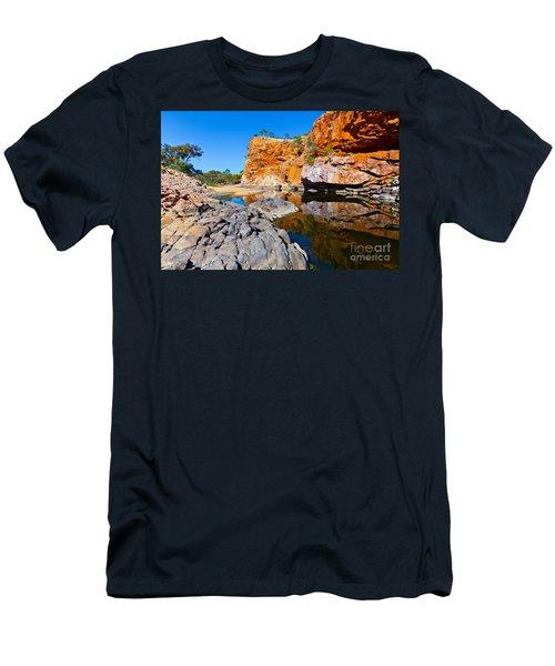 Ormiston Gorge Men's T-Shirt (Athletic Fit)