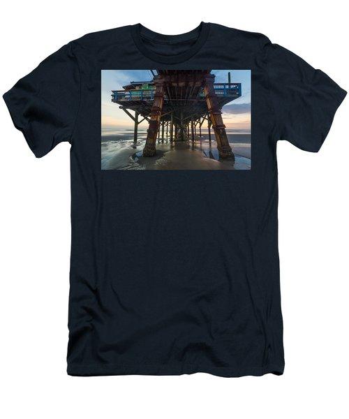 Daytona Beach Shores Pier Men's T-Shirt (Athletic Fit)