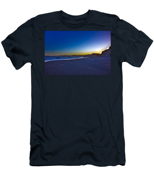 Drake's Beach Hdr Men's T-Shirt (Athletic Fit)