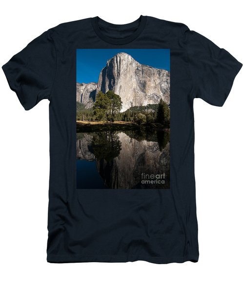 El Capitan In Yosemite 2 Men's T-Shirt (Athletic Fit)