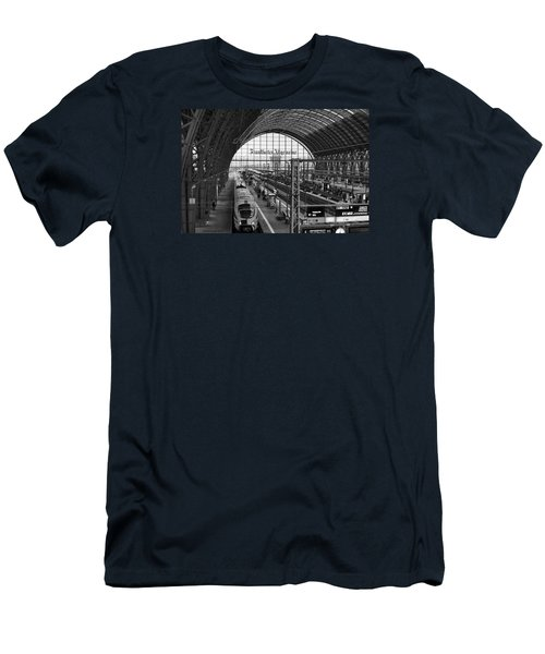 Frankfurt Bahnhof Men's T-Shirt (Slim Fit) by Miguel Winterpacht