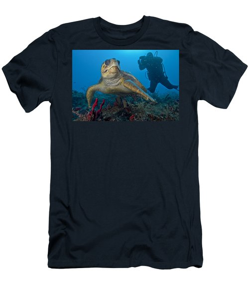 Loggerhead Posing Men's T-Shirt (Athletic Fit)