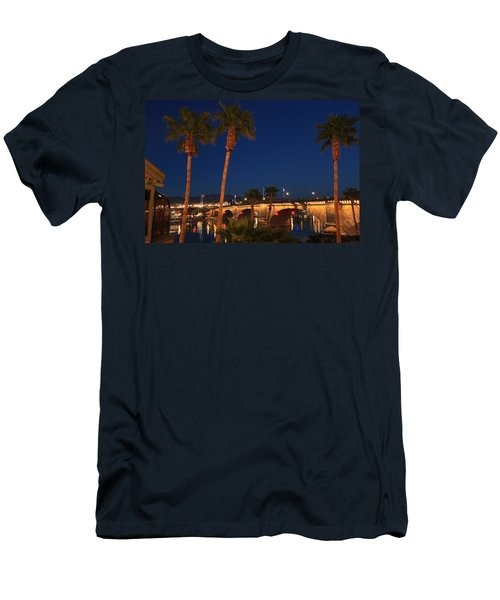 Palms At London Bridge Men's T-Shirt (Athletic Fit)