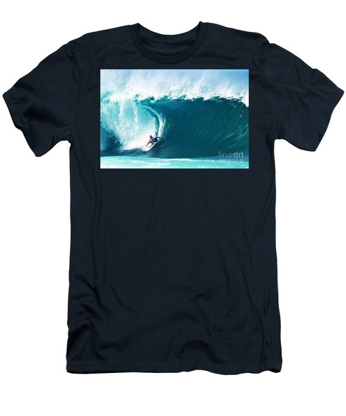 Pro Surfer Kelly Slater Surfing In The Pipeline Masters Contest Men's T-Shirt (Athletic Fit)