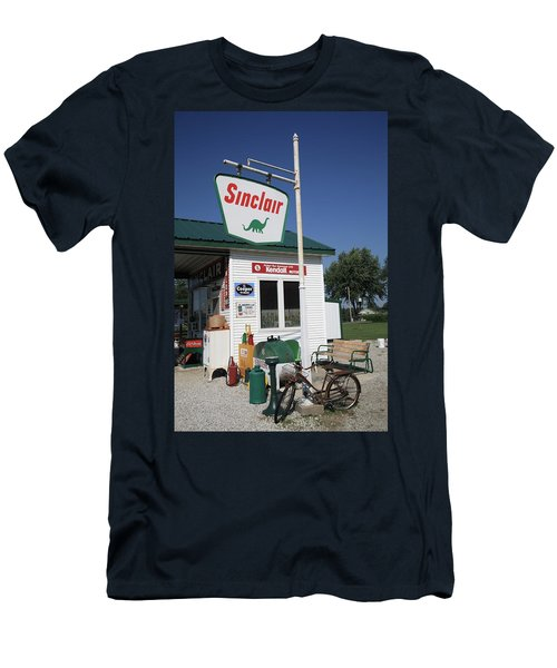 Route 66 - Sinclair Station Men's T-Shirt (Athletic Fit)