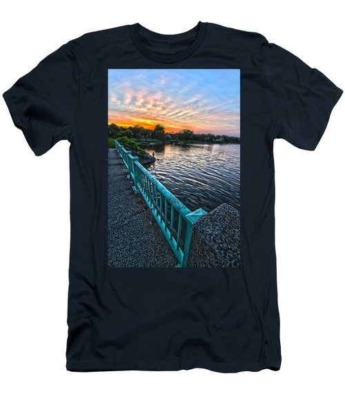 Westhampton-quogue Bridge Men's T-Shirt (Athletic Fit)