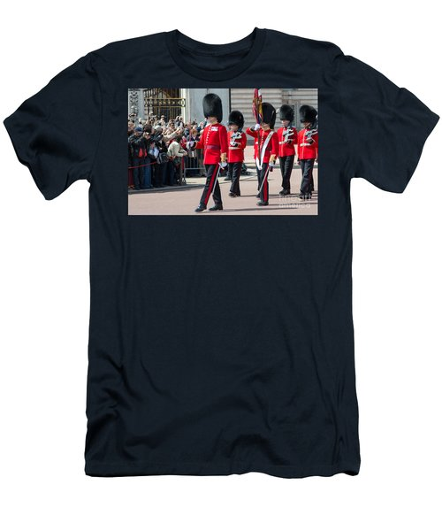 Changing Of The Guard At Buckingham Palace Men's T-Shirt (Athletic Fit)