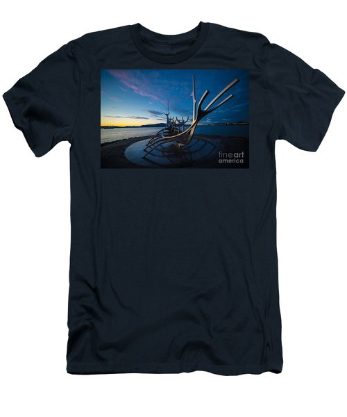 The Sun Voyager  Men's T-Shirt (Athletic Fit)
