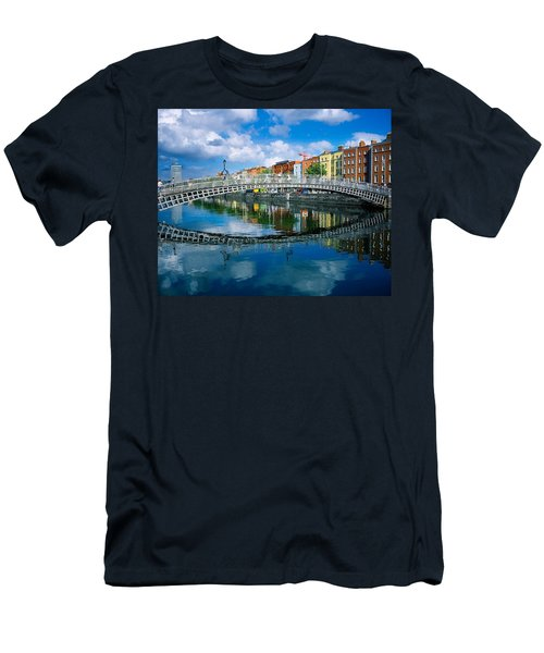 Hapenny Bridge, River Liffey, Dublin Men's T-Shirt (Athletic Fit)