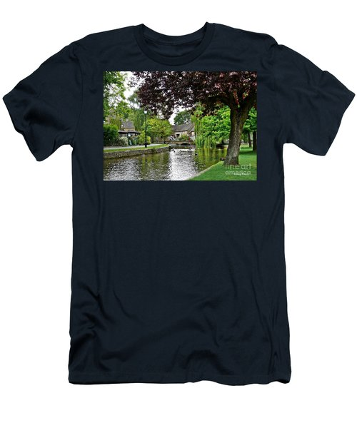 Bourton-on-the-water Men's T-Shirt (Athletic Fit)