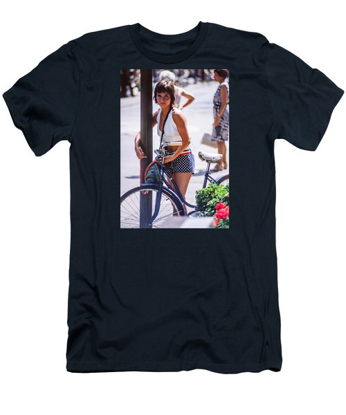 Bird Girl Men's T-Shirt (Athletic Fit)