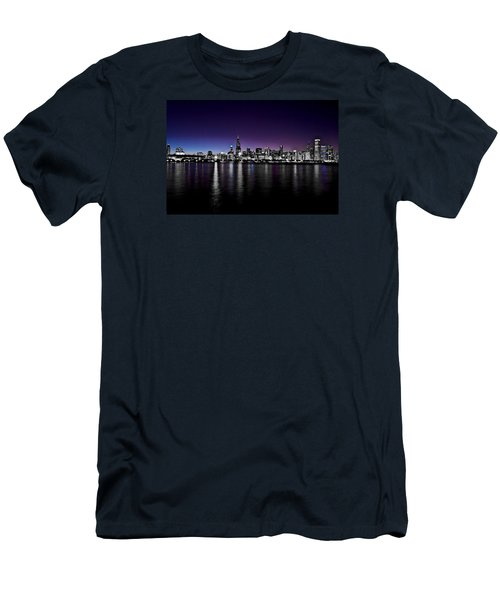 Chicago Skyline Bnw With Blue-purple Men's T-Shirt (Athletic Fit)