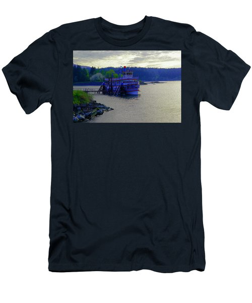 Columbia Gorge At Dock In Cascade Locks  Men's T-Shirt (Athletic Fit)