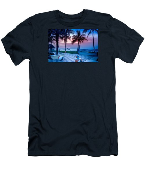 Deerfield Beach Fl Fishing Pier Men's T-Shirt (Athletic Fit)