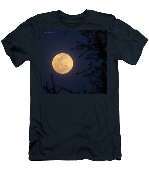 Early #evening #fullmoon On April 4th Men's T-Shirt (Athletic Fit)