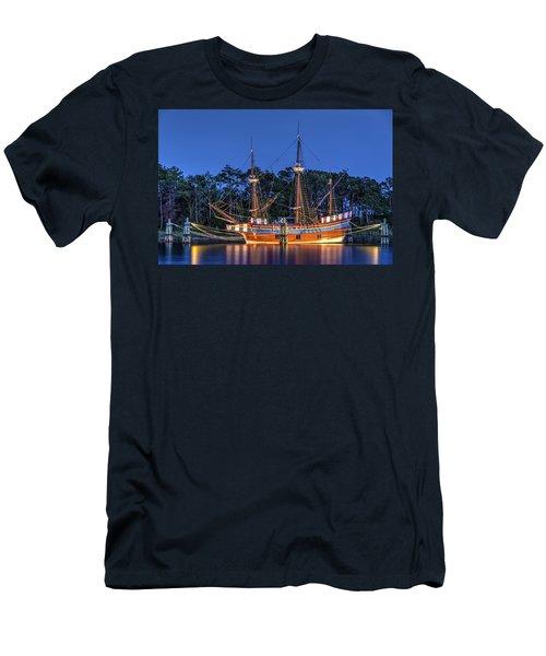 Elizabeth II At Dock Men's T-Shirt (Athletic Fit)