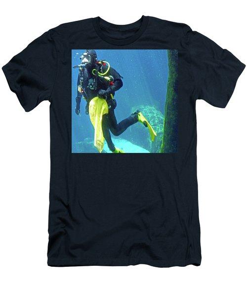 Fish Tank 16 Men's T-Shirt (Athletic Fit)