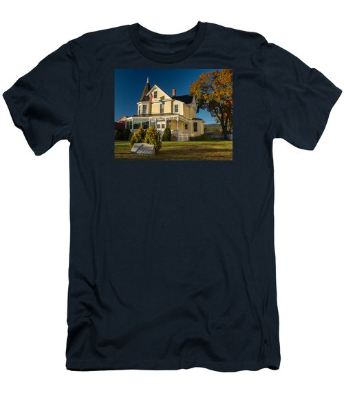 Gibson Woodbury House North Conway Men's T-Shirt (Slim Fit) by Nancy De Flon