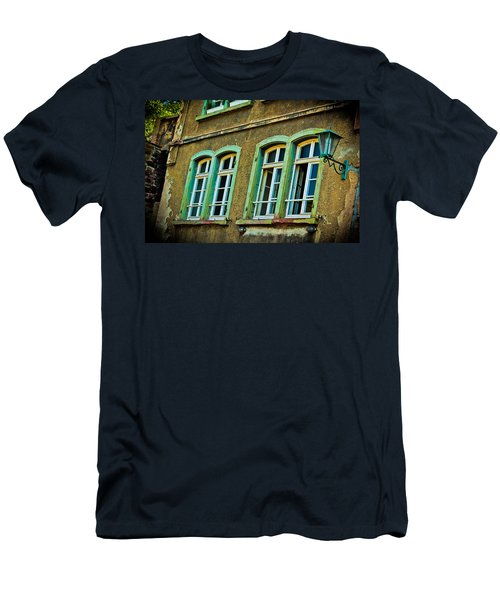 Green Windows Men's T-Shirt (Athletic Fit)