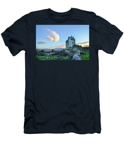 Kilcash Castle Ufo Men's T-Shirt (Athletic Fit)
