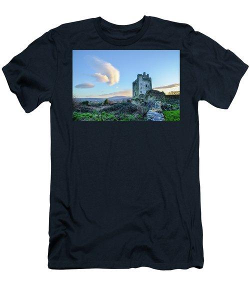 Kilcash Castle Ufo Men's T-Shirt (Athletic Fit)