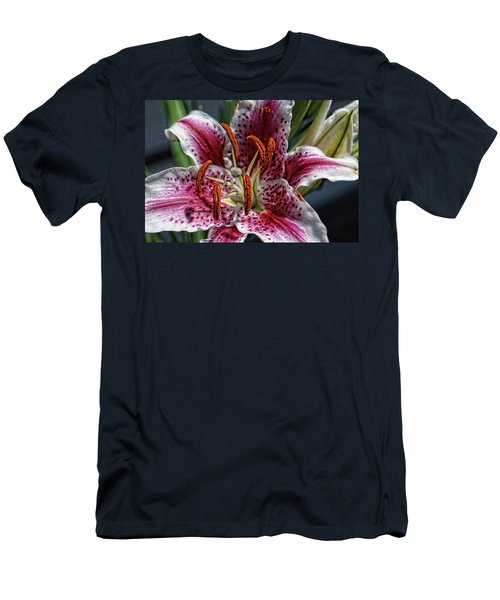 Lilly Up Close Men's T-Shirt (Athletic Fit)