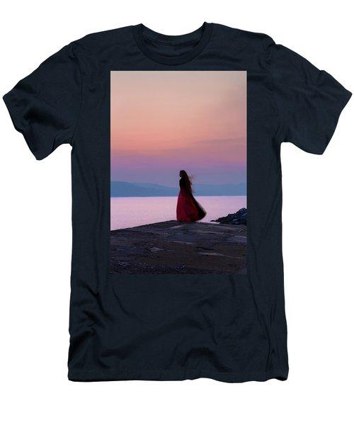 Lone Figure On The Cob, Lyme Regis, Dorset, Uk, At Sunrise. Men's T-Shirt (Athletic Fit)