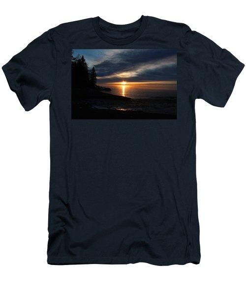 Lutsen Shore Sunrise Men's T-Shirt (Athletic Fit)