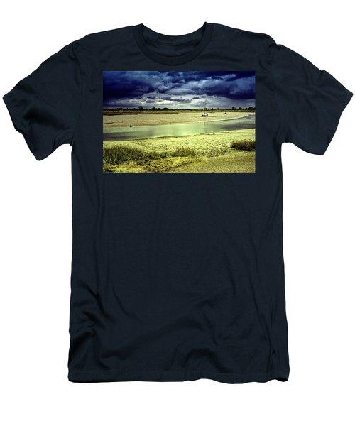 Maldon Estuary Towards The Sea Men's T-Shirt (Athletic Fit)