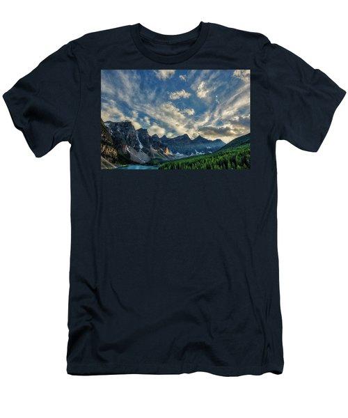 Moraine Lake Sunset - Golden Rays Men's T-Shirt (Athletic Fit)