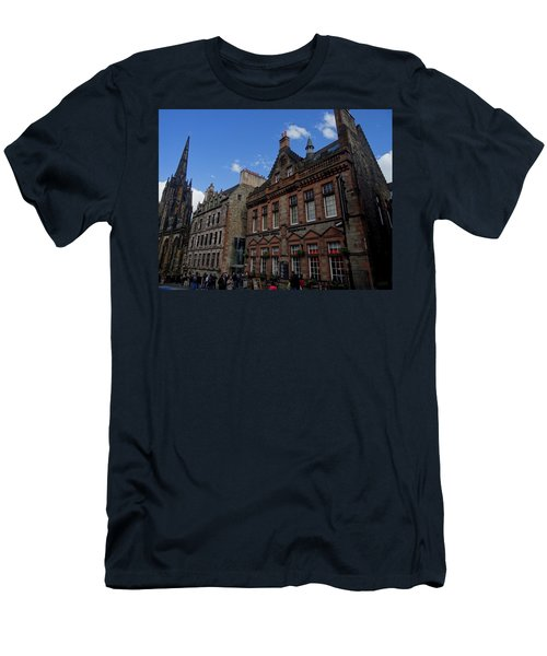 Museo Del Whisky Edimburgo Men's T-Shirt (Slim Fit) by Eduardo Abella