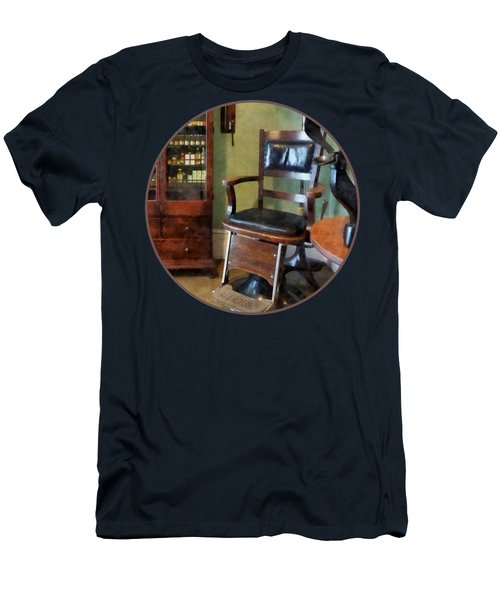 Optometrist - Eye Doctor's Office Men's T-Shirt (Athletic Fit)